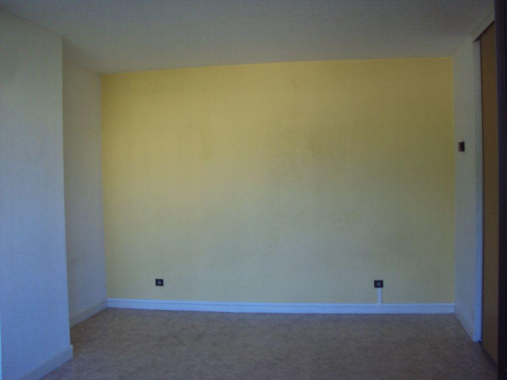 Appartement à louer 1 35m2 à Mont-de-Marsan vignette-3