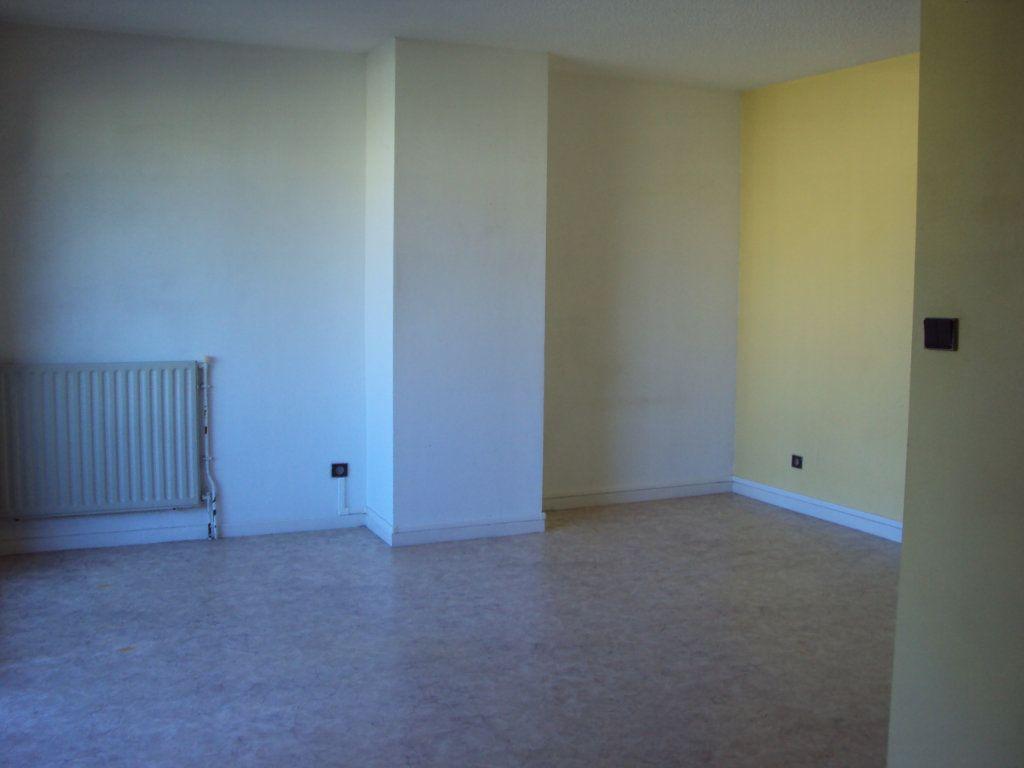 Appartement à louer 1 35m2 à Mont-de-Marsan vignette-4