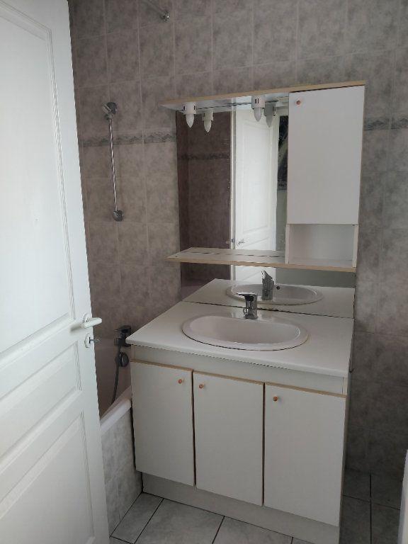 Appartement à louer 1 31m2 à Mont-de-Marsan vignette-5