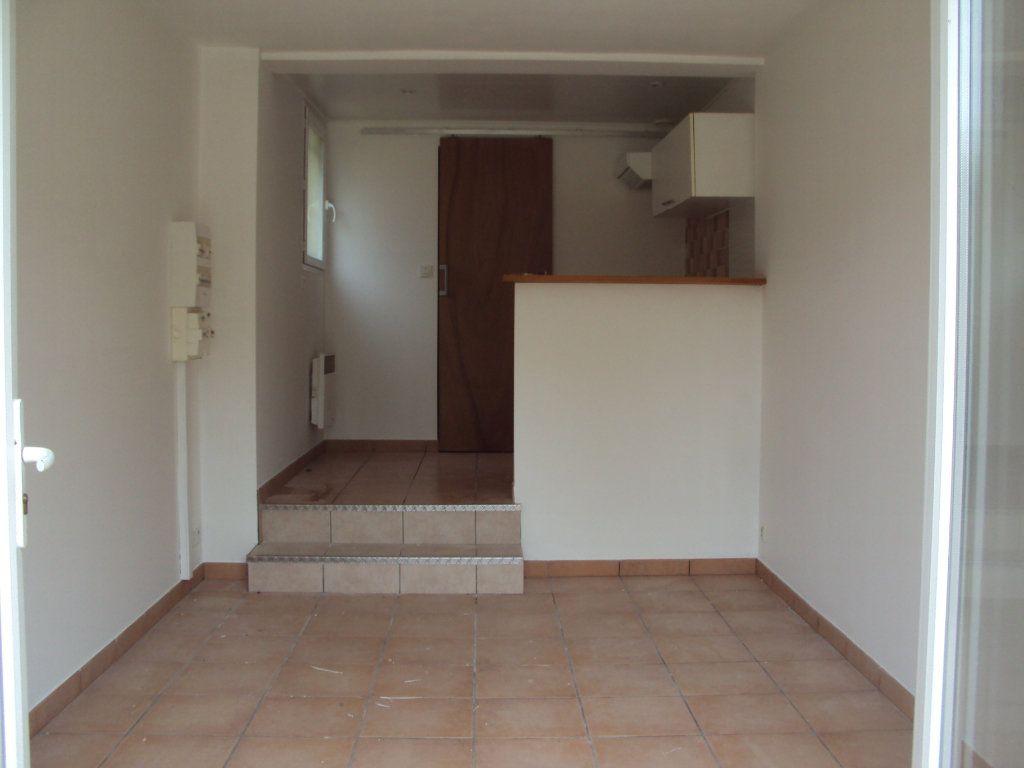 Appartement à louer 1 18m2 à Mont-de-Marsan vignette-1