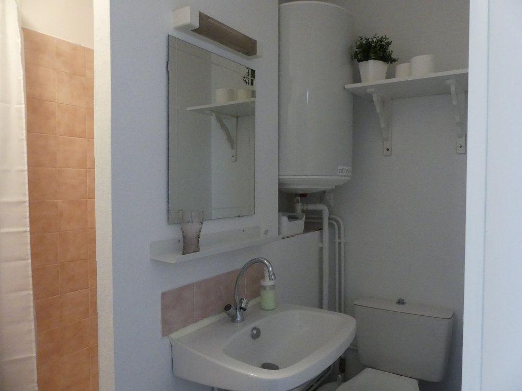 Appartement à louer 1 14m2 à Mont-de-Marsan vignette-4