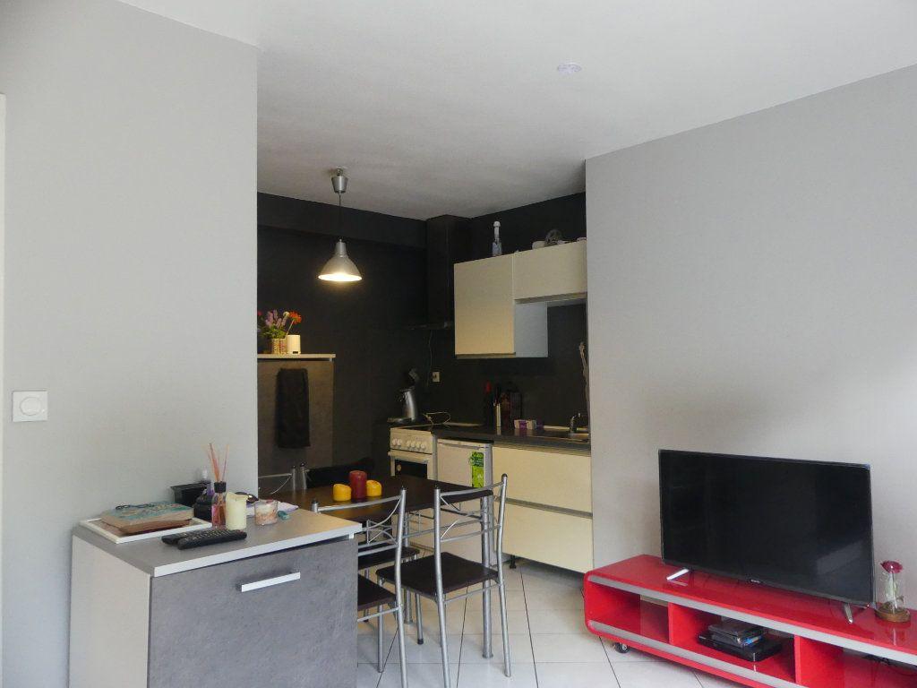 Appartement à louer 2 33.88m2 à Mont-de-Marsan vignette-4