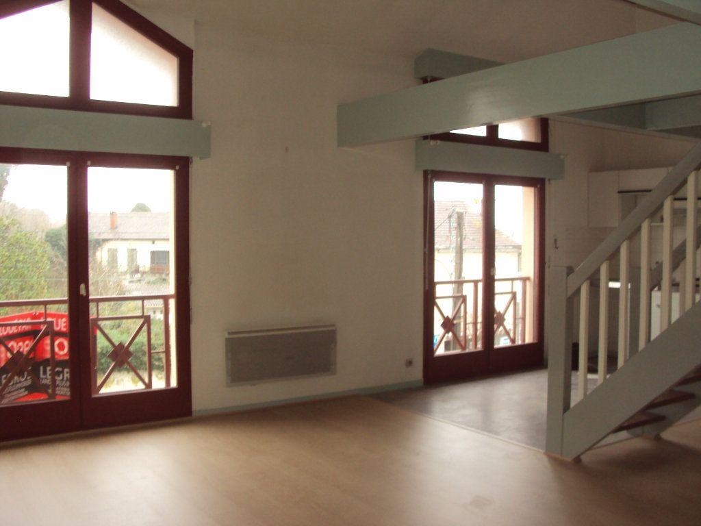 Appartement à louer 3 63m2 à Mont-de-Marsan vignette-3