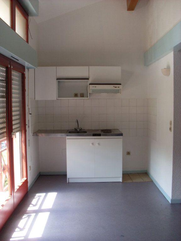 Appartement à louer 3 63m2 à Mont-de-Marsan vignette-4