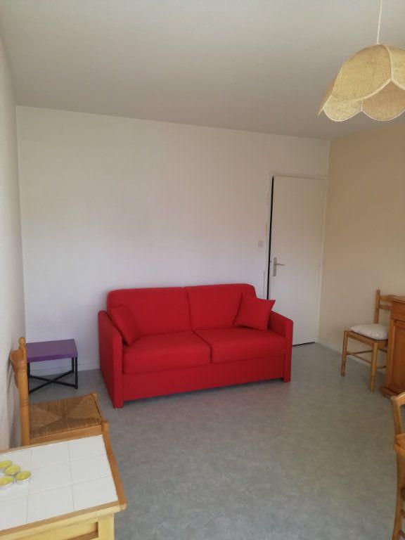 Appartement à louer 1 23.58m2 à Saint-Pierre-du-Mont vignette-1