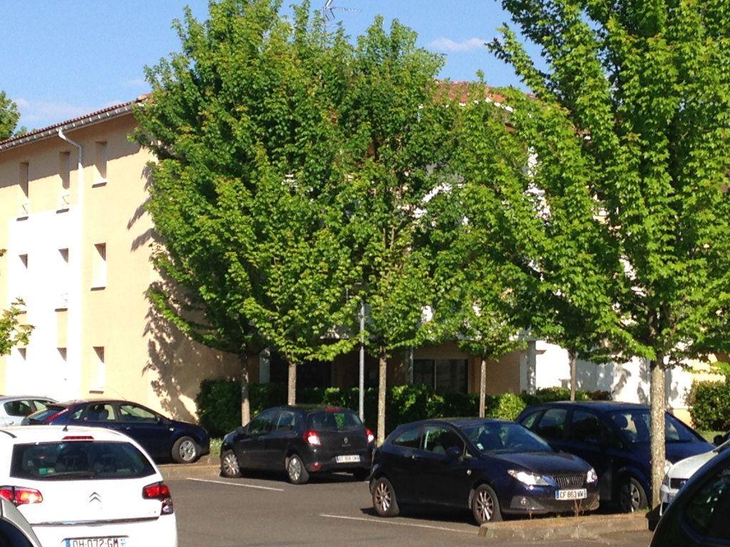 Appartement à louer 3 57m2 à Saint-Pierre-du-Mont vignette-1