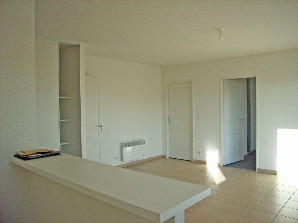 Appartement à louer 3 57m2 à Saint-Pierre-du-Mont vignette-2