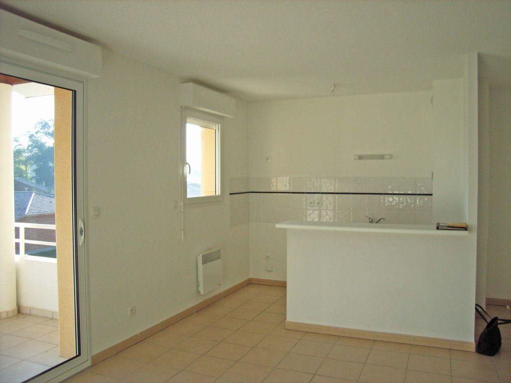 Appartement à louer 3 57m2 à Saint-Pierre-du-Mont vignette-3
