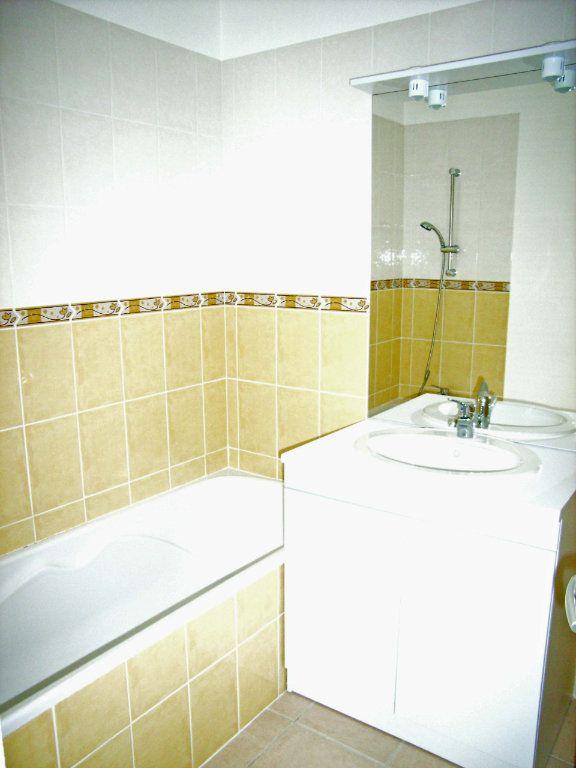 Appartement à louer 3 57m2 à Saint-Pierre-du-Mont vignette-7