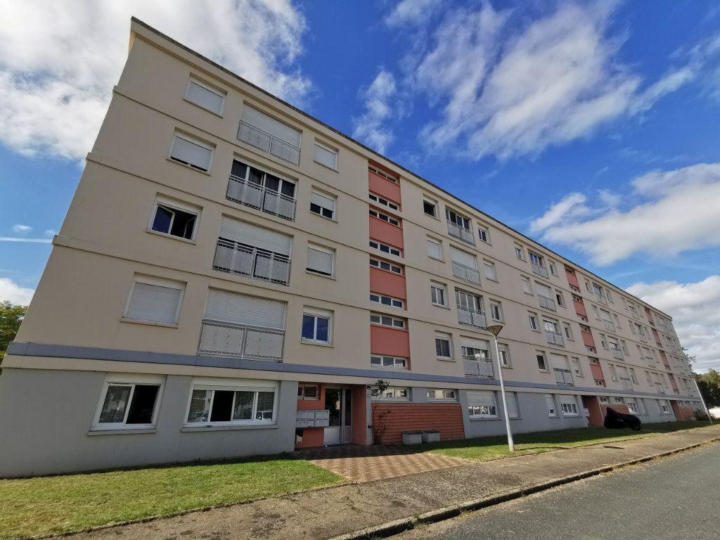 Appartement à vendre 5 87m2 à Mont-de-Marsan vignette-1