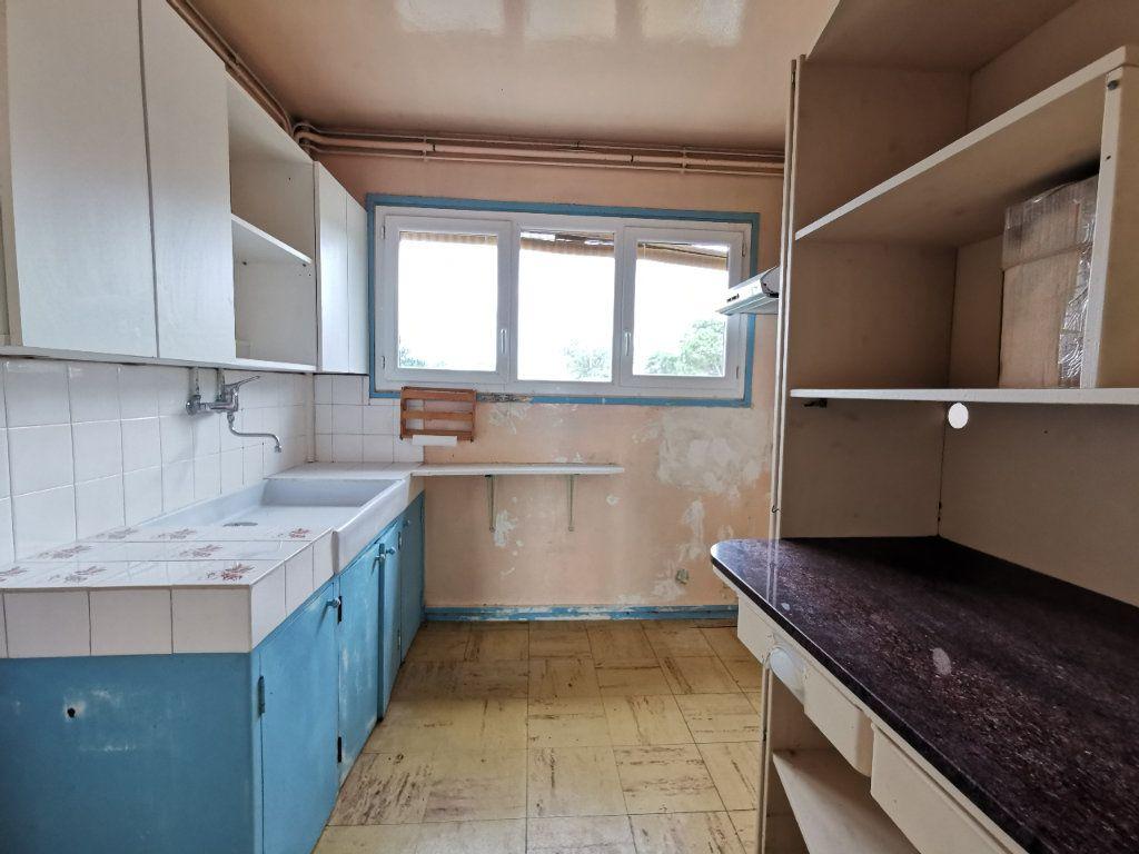 Appartement à vendre 4 74m2 à Mont-de-Marsan vignette-6