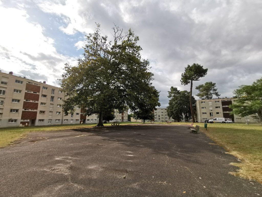 Appartement à vendre 4 74m2 à Mont-de-Marsan vignette-9