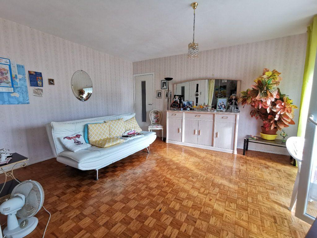 Appartement à vendre 4 74m2 à Mont-de-Marsan vignette-1