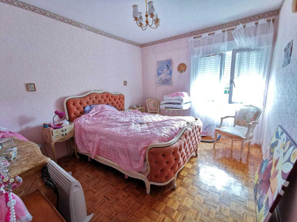 Appartement à vendre 4 74m2 à Mont-de-Marsan vignette-3
