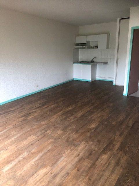 Appartement à louer 2 52m2 à Mont-de-Marsan vignette-1