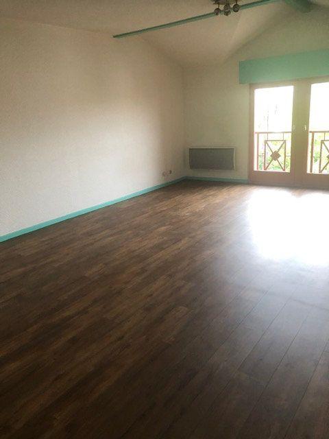 Appartement à louer 2 52m2 à Mont-de-Marsan vignette-4