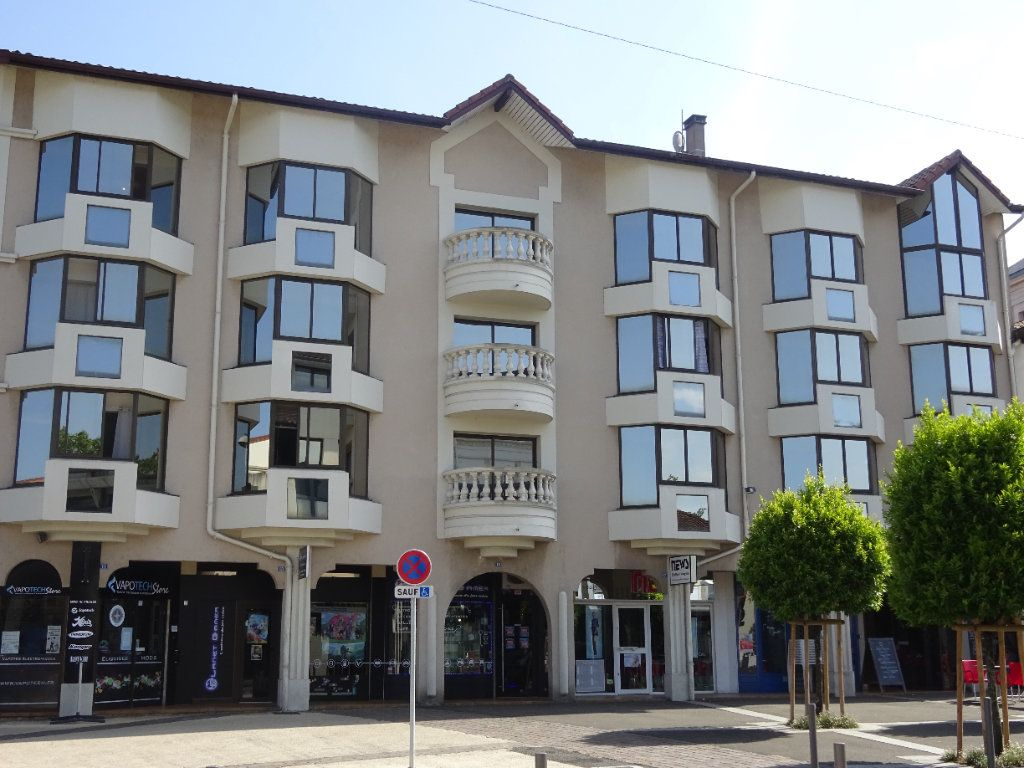 Appartement à louer 2 38m2 à Mont-de-Marsan vignette-1
