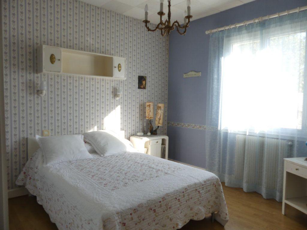 Maison à vendre 4 107m2 à Lesgor vignette-6