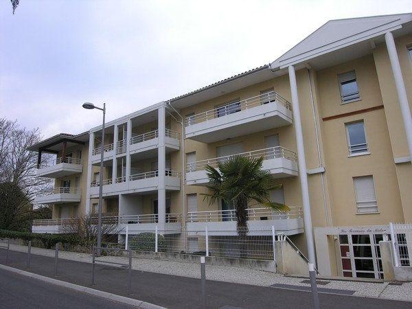 Appartement à louer 3 65m2 à Mont-de-Marsan vignette-1