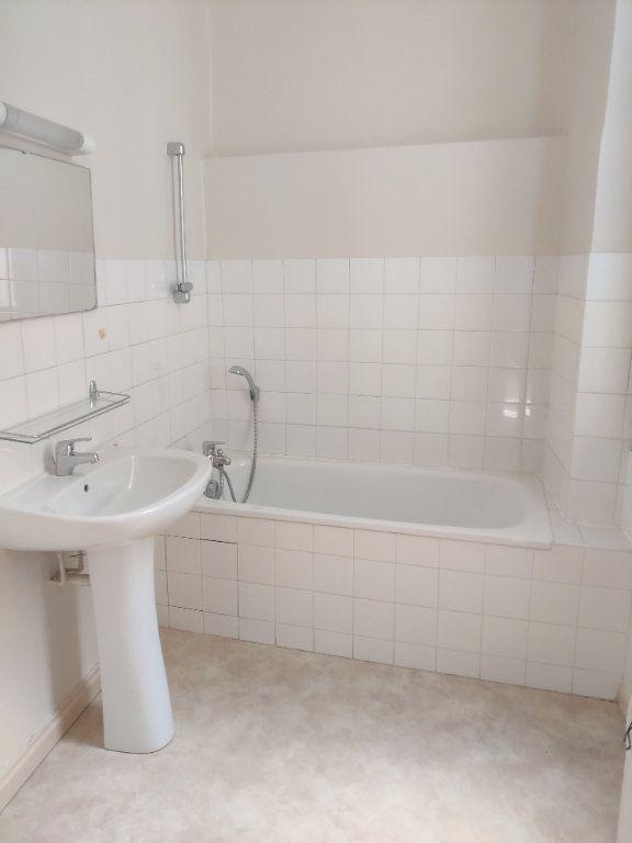 Appartement à louer 1 22m2 à Mont-de-Marsan vignette-2