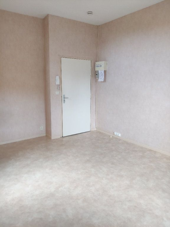 Appartement à louer 1 22m2 à Mont-de-Marsan vignette-5