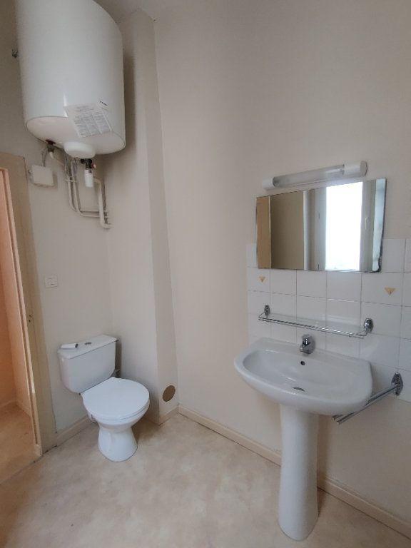 Appartement à louer 1 22m2 à Mont-de-Marsan vignette-6