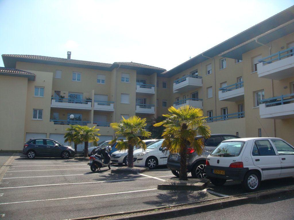 Appartement à louer 3 64m2 à Mont-de-Marsan vignette-1