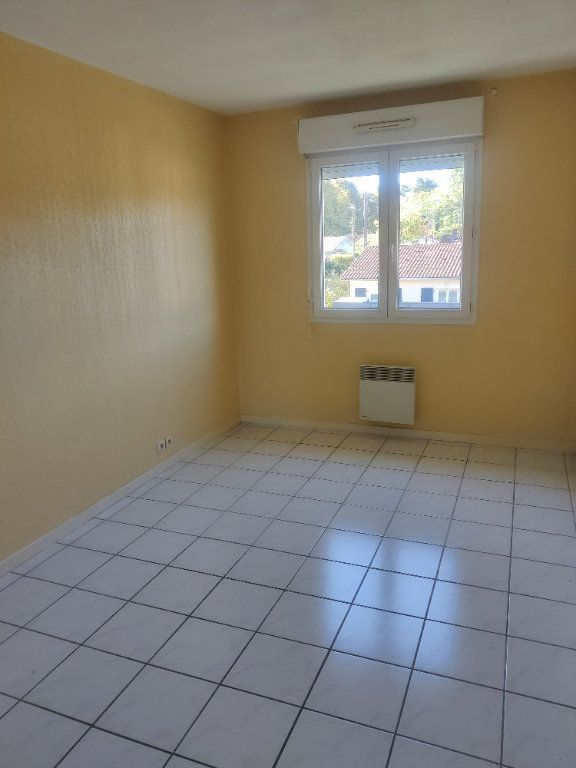 Appartement à louer 3 64m2 à Mont-de-Marsan vignette-5