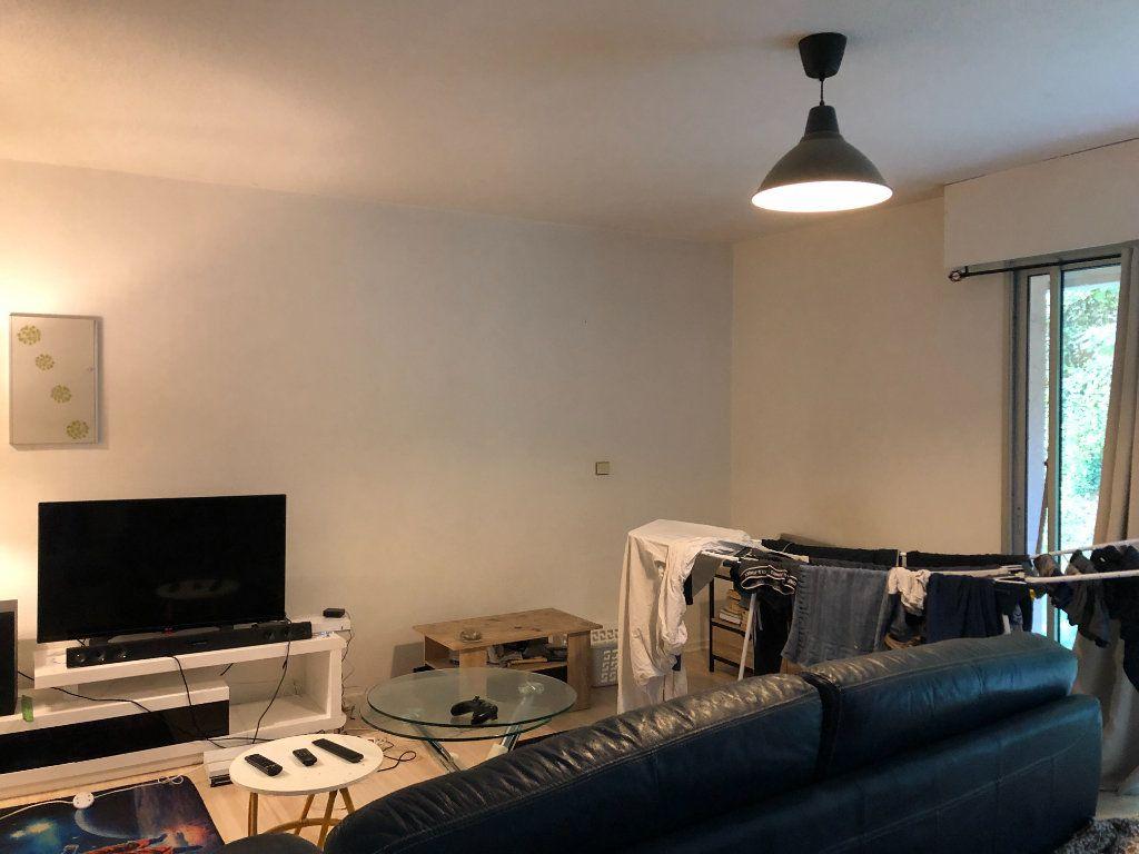 Appartement à louer 1 30m2 à Mont-de-Marsan vignette-2