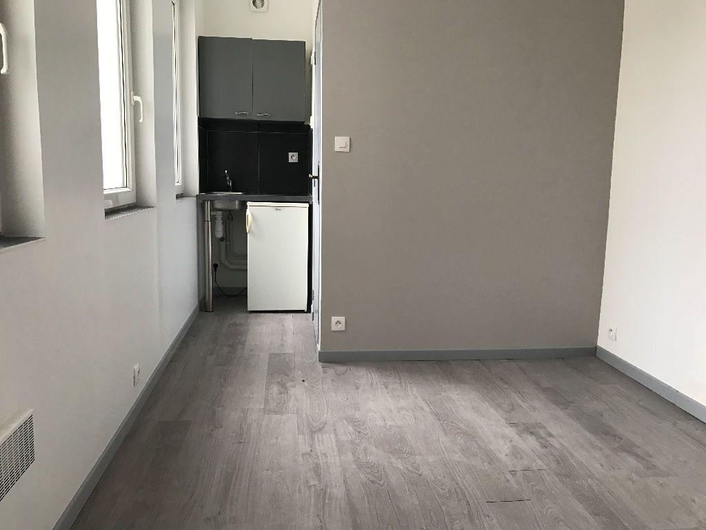 Appartement à louer 1 11m2 à Boulogne-sur-Mer vignette-1