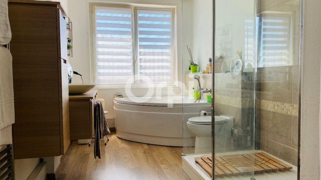 Appartement à vendre 4 101m2 à Boulogne-sur-Mer vignette-2