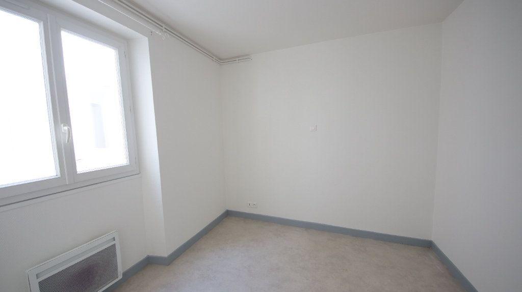 Appartement à louer 4 66m2 à Château-Thierry vignette-3