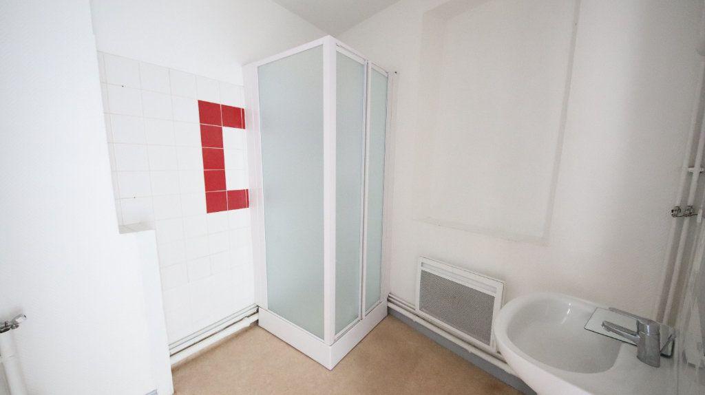 Appartement à louer 4 66m2 à Château-Thierry vignette-4