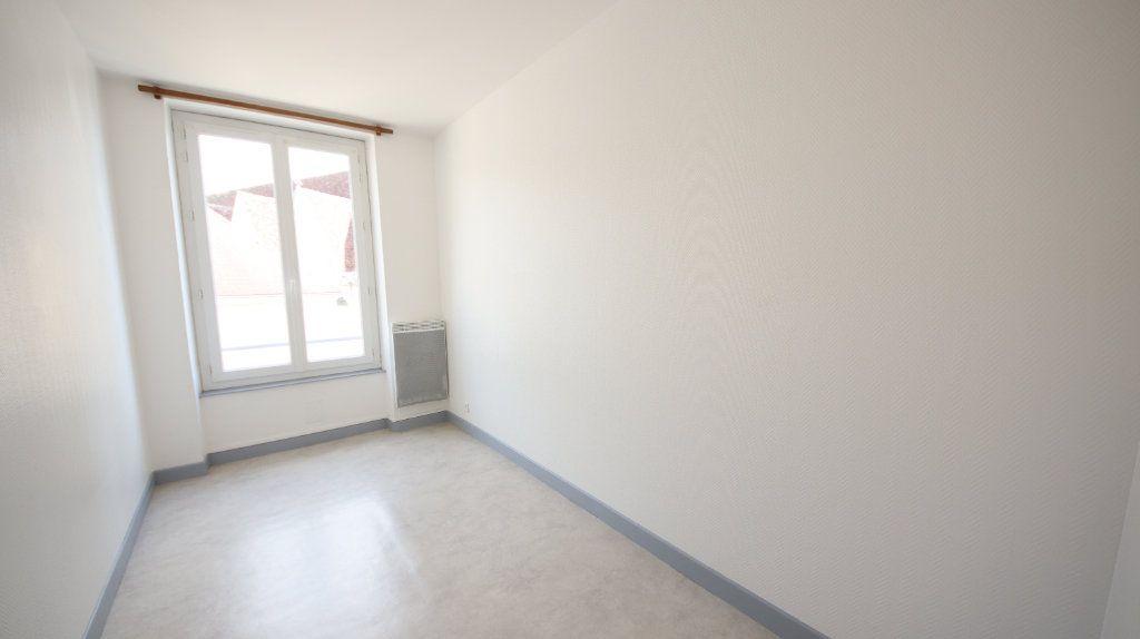 Appartement à louer 4 66m2 à Château-Thierry vignette-5