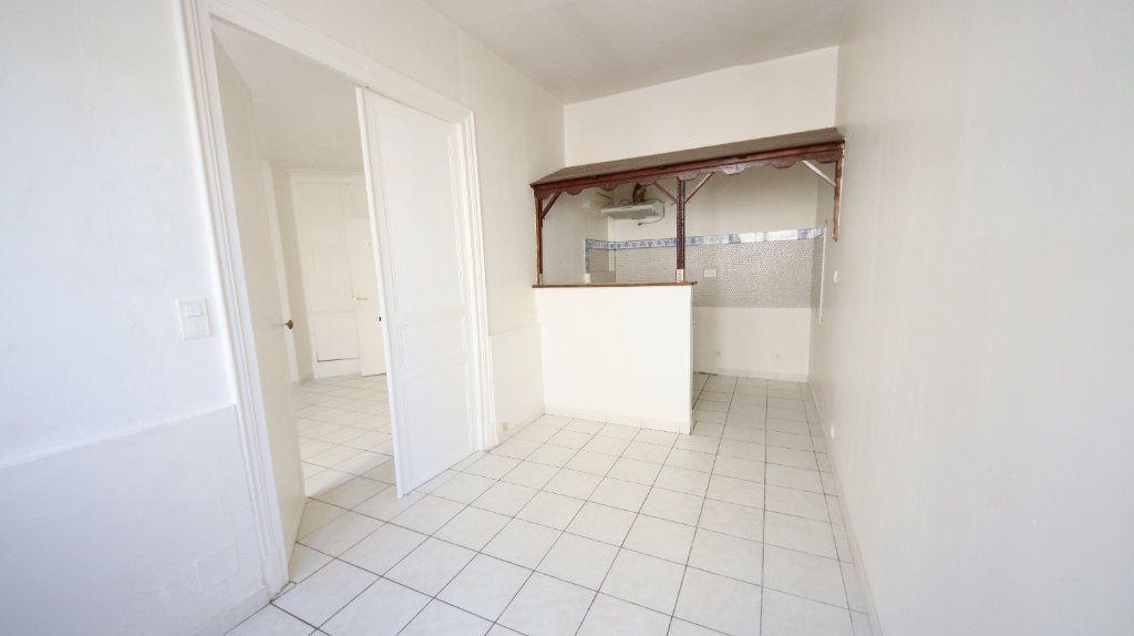 Appartement à louer 2 30.15m2 à Château-Thierry vignette-3