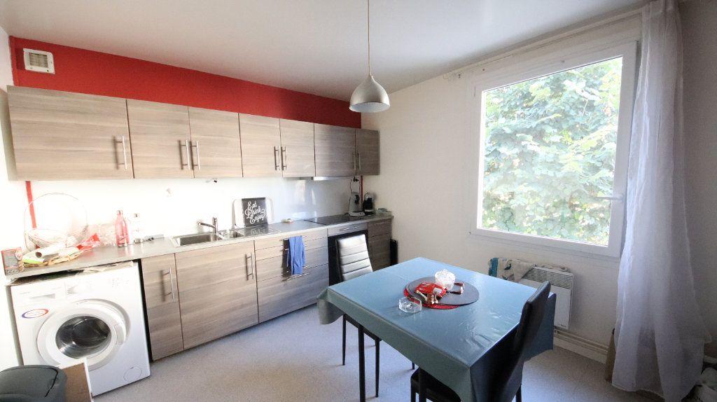 Appartement à louer 3 77.3m2 à Château-Thierry vignette-2