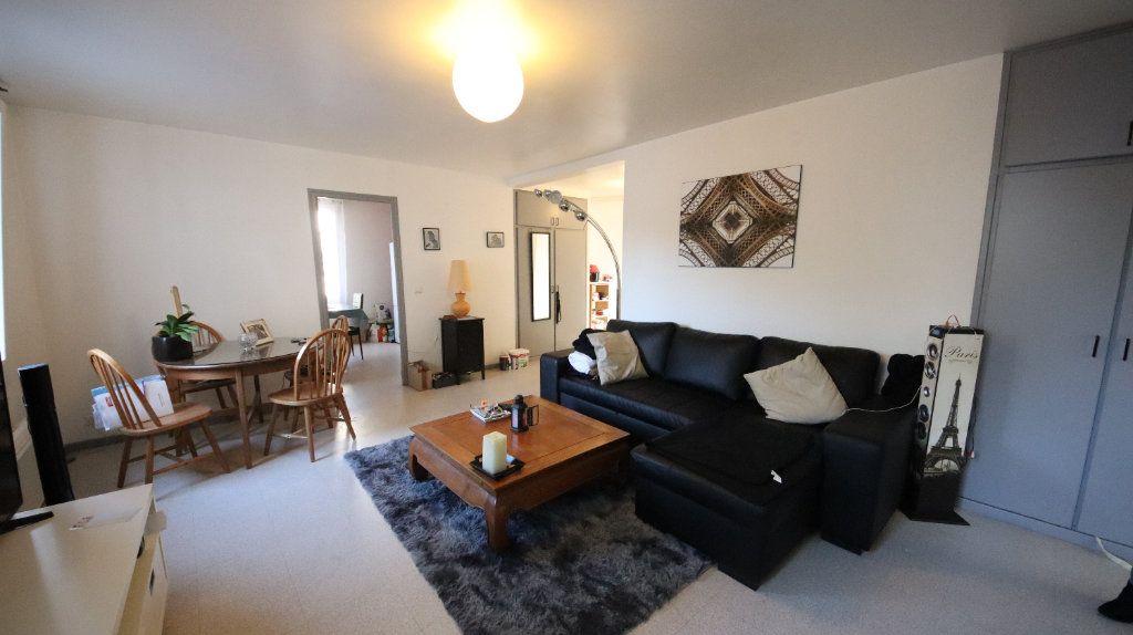 Appartement à louer 3 77.3m2 à Château-Thierry vignette-3