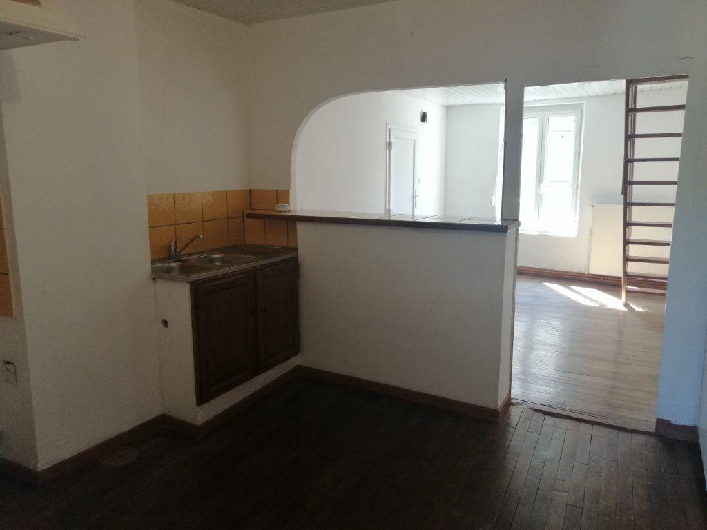 Appartement à louer 4 69.5m2 à Essômes-sur-Marne vignette-2