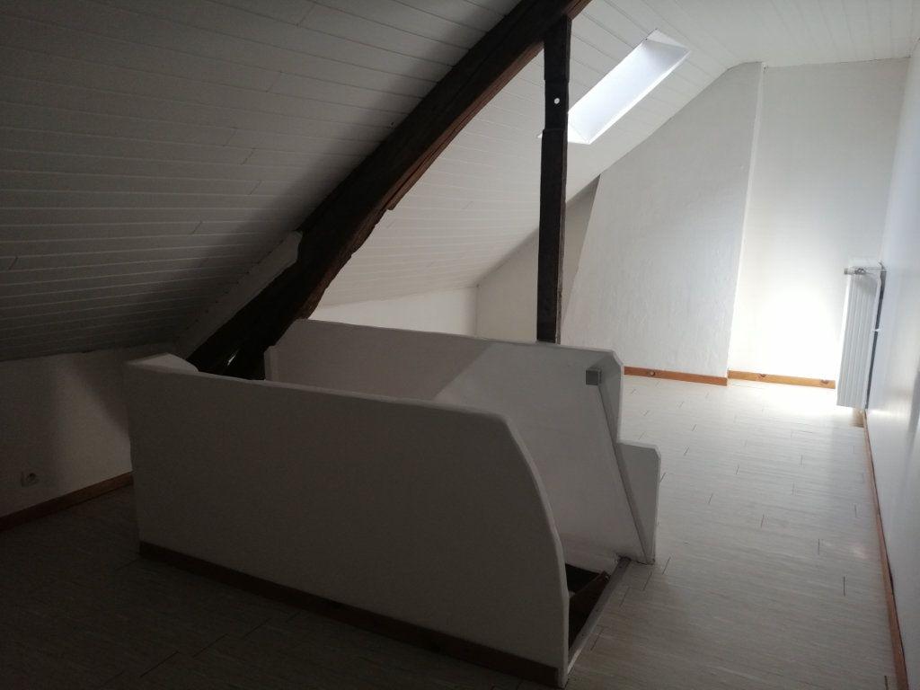 Appartement à louer 4 69.5m2 à Essômes-sur-Marne vignette-4