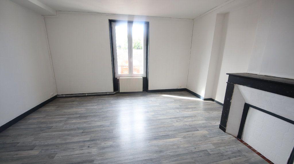 Appartement à louer 3 49m2 à Château-Thierry vignette-1