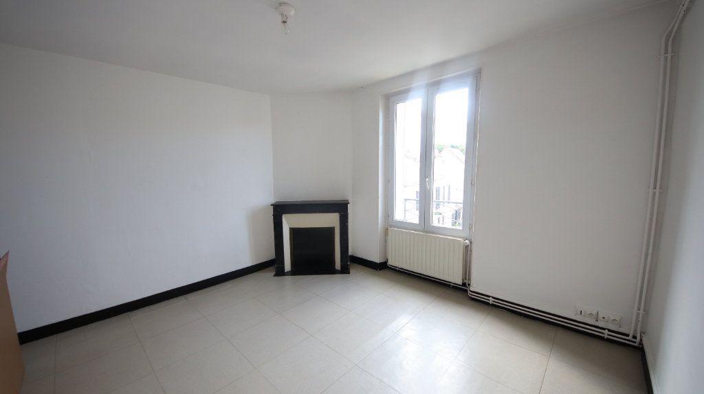 Appartement à louer 3 49m2 à Château-Thierry vignette-2