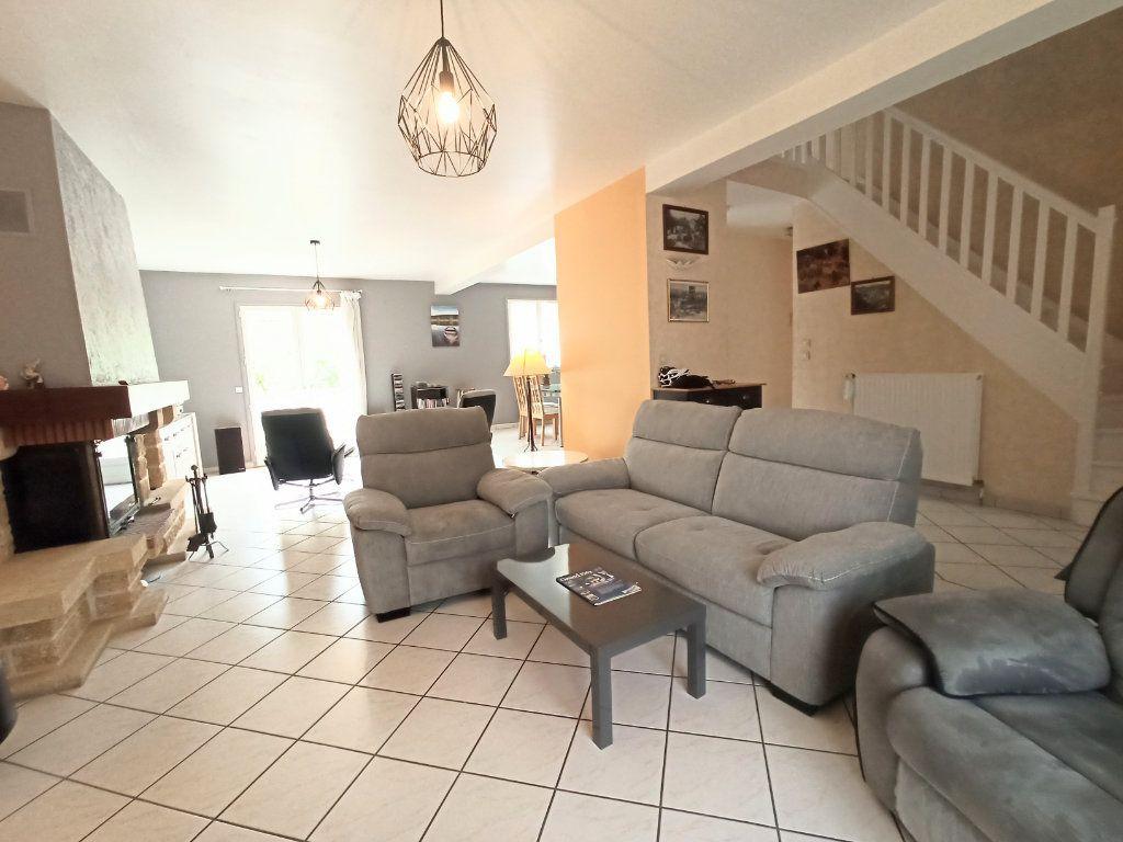 Maison à vendre 6 148.5m2 à Crouttes-sur-Marne vignette-3