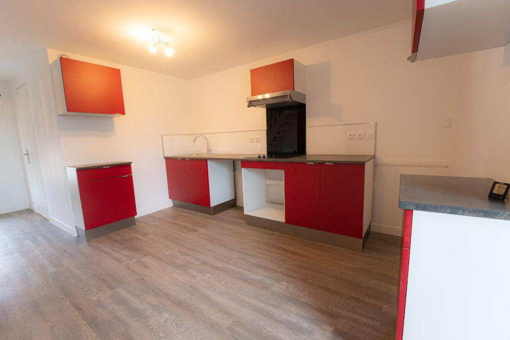 Appartement à louer 2 73m2 à Nogent-l'Artaud vignette-3