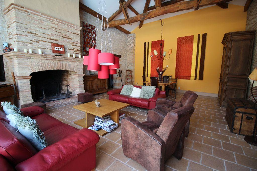 Maison à vendre 6 202.5m2 à Caussade vignette-2