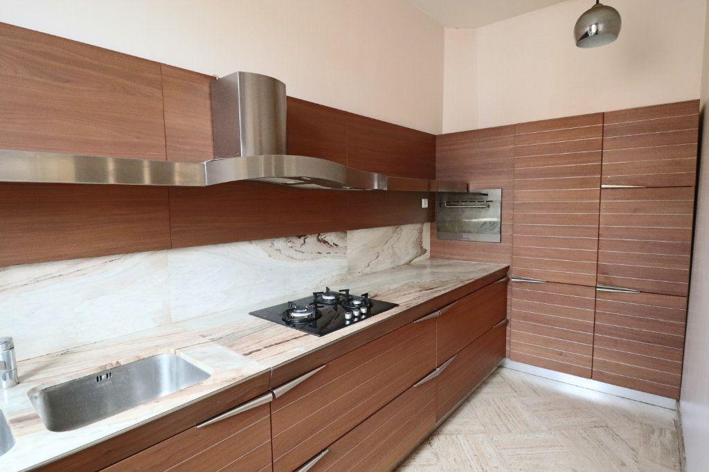Appartement à louer 4 123m2 à Montauban vignette-2