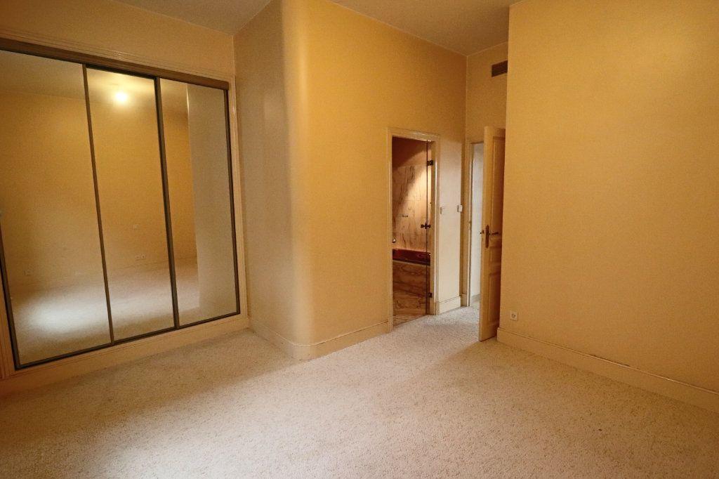 Appartement à louer 4 123m2 à Montauban vignette-4