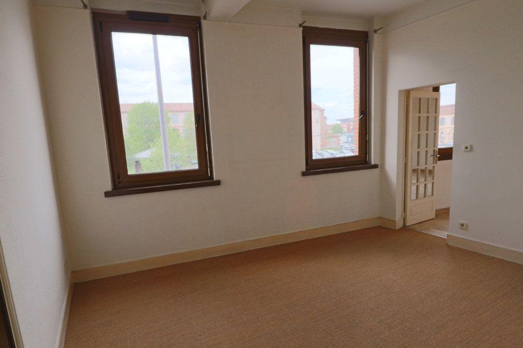 Appartement à louer 4 123m2 à Montauban vignette-5