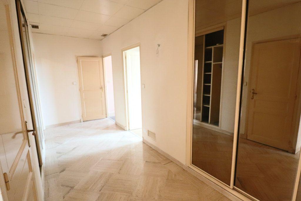 Appartement à louer 4 123m2 à Montauban vignette-6