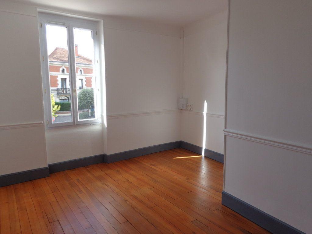 Appartement à louer 4 117m2 à Caussade vignette-1