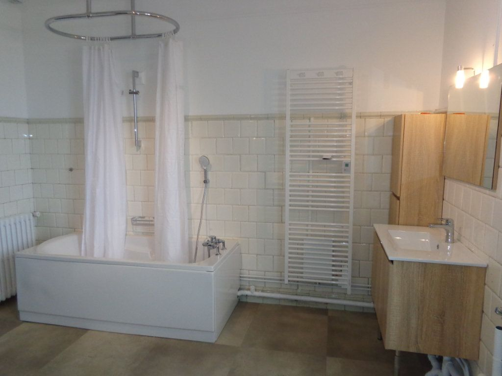 Appartement à louer 4 117m2 à Caussade vignette-2
